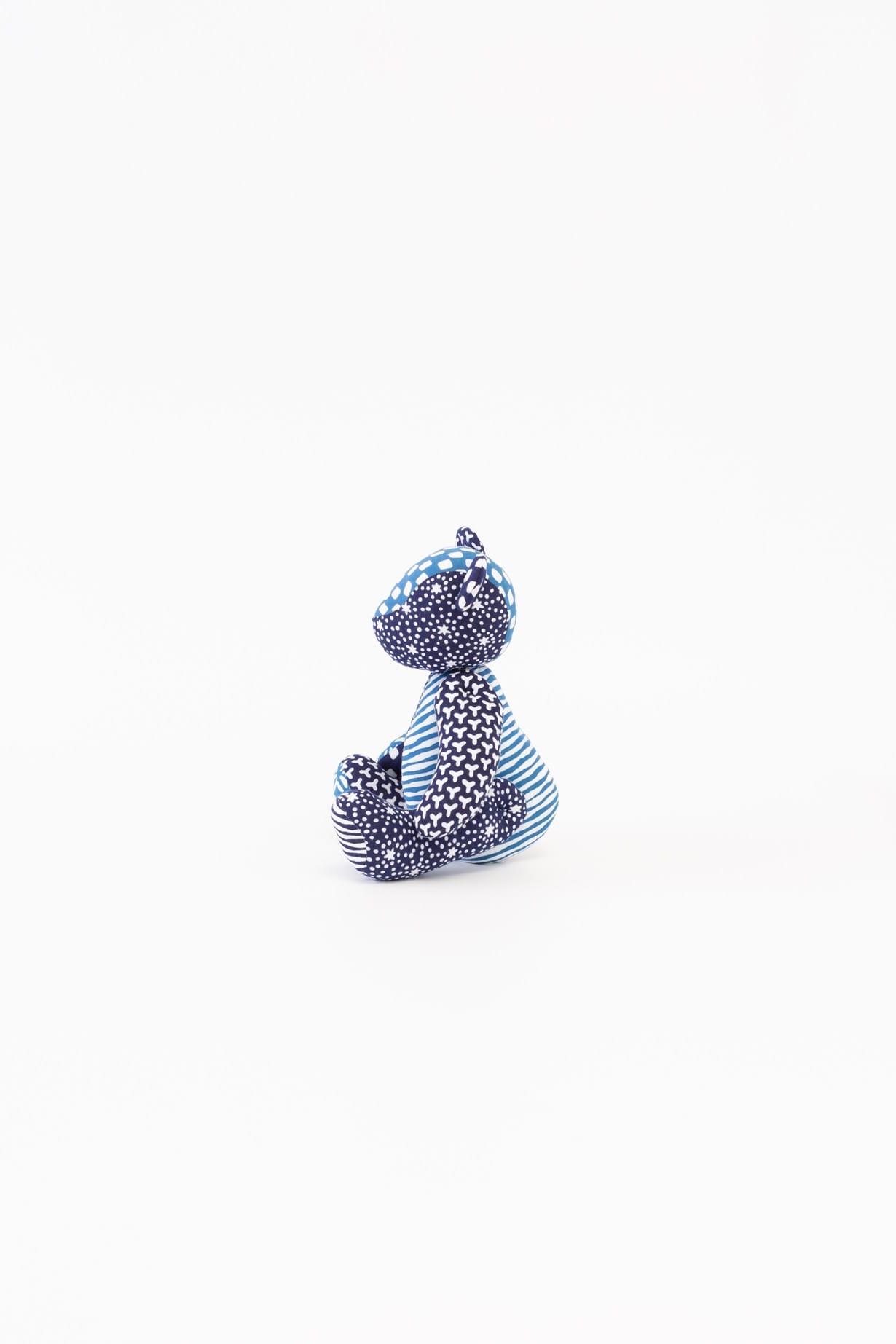 くま(ブルー)人形 横