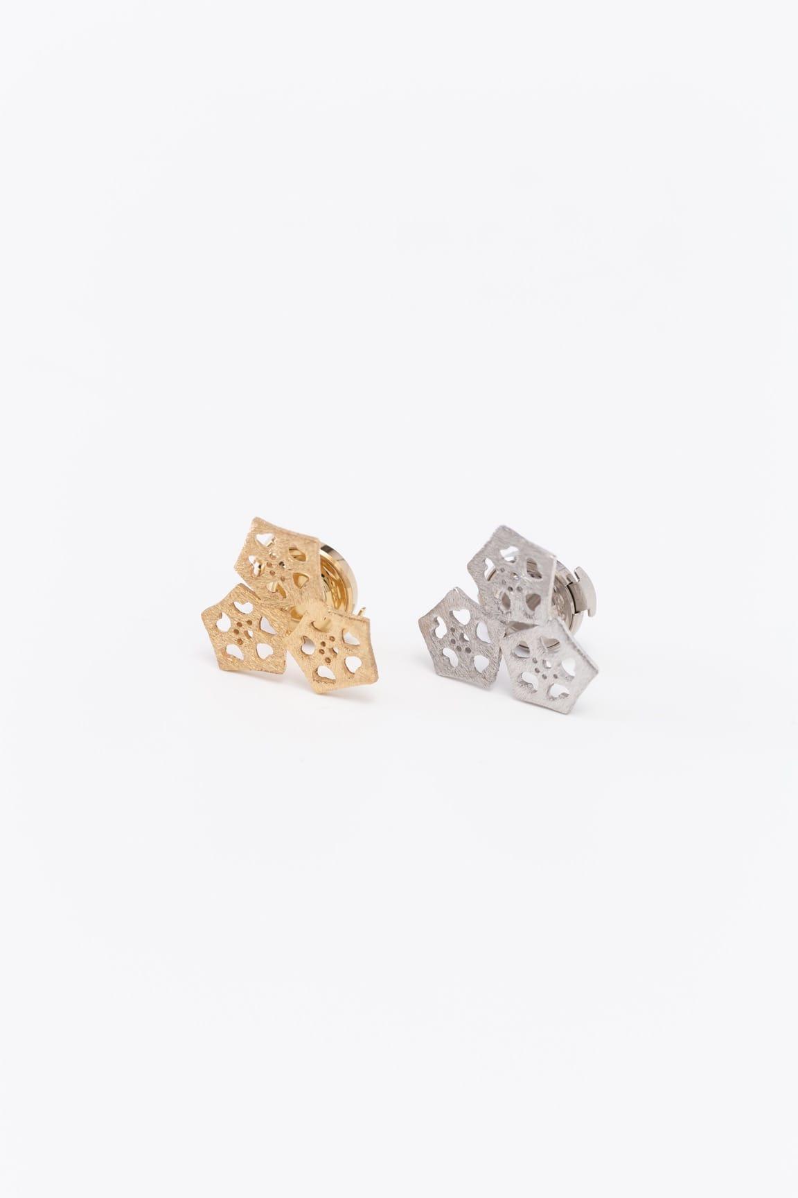 オクラ3個ピンブローチ(金銀)