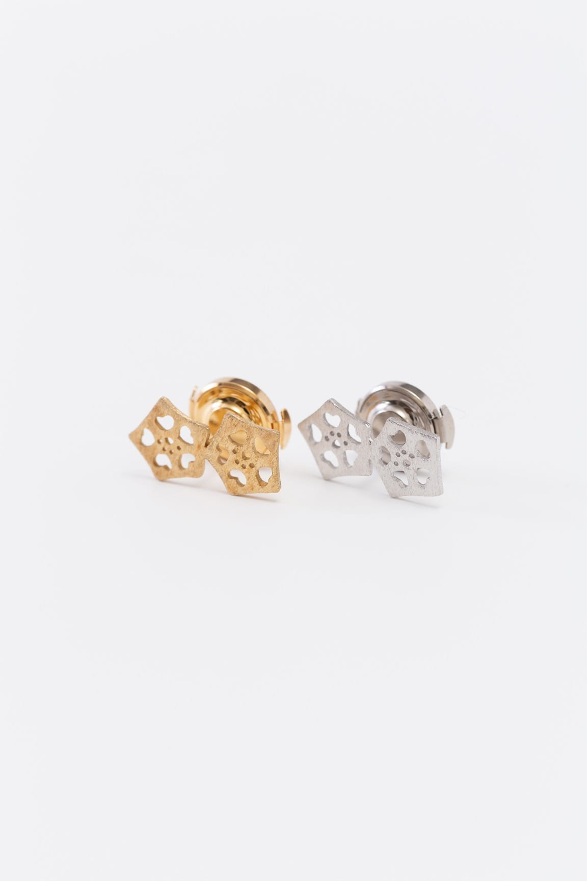 オクラ2個ピンブローチ(金銀)