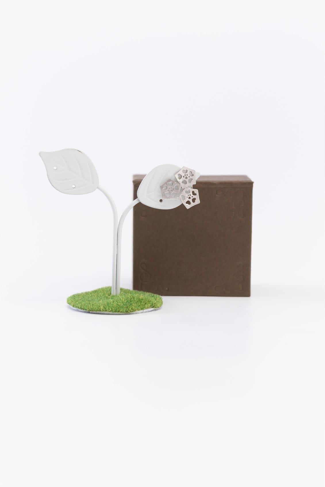 オクラ3個ピンブローチ(銀)箱付きイメージ